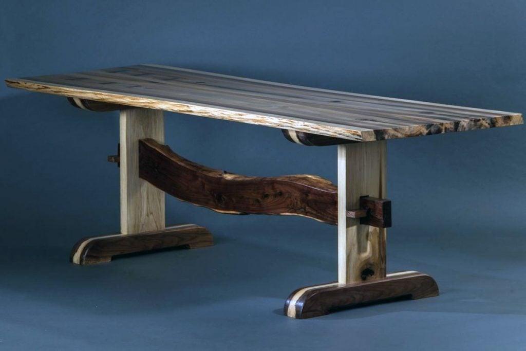 میز با چوب صنوبر