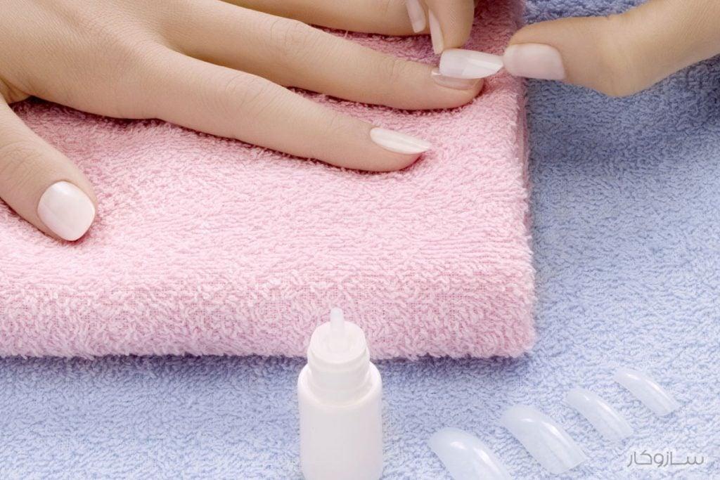 پاک کردن چسب ناخن مصنوعی از لباس