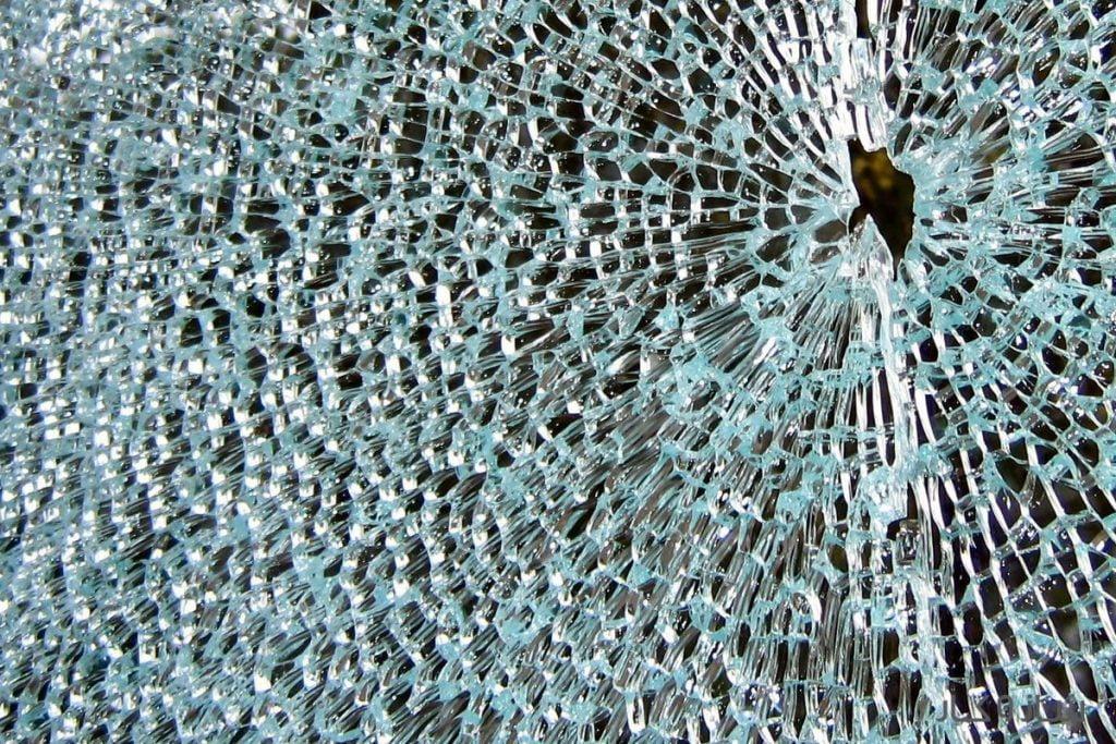 شکستن شیشه سکوریت