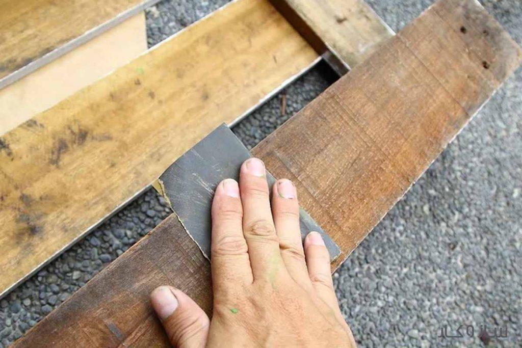 سنباده زدن پالت چوبی