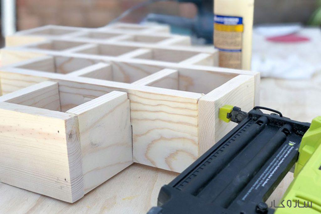استند چوبی