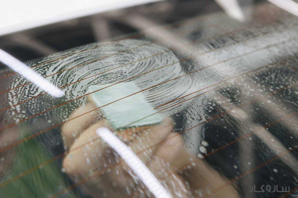 پاک کردن چسب از شیشه