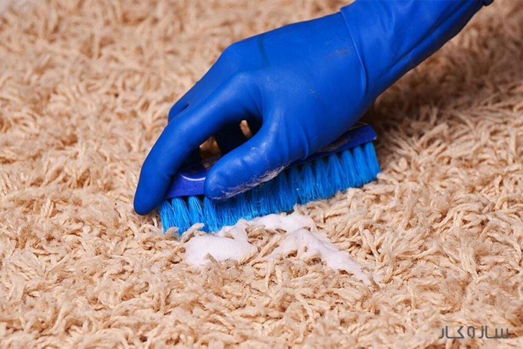 پاک کردن چسب از روی فرش